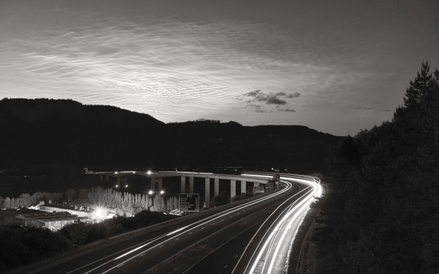 NLCs over Kinnoull Hill, Perth, from the bridge above the M90, Rhynd.