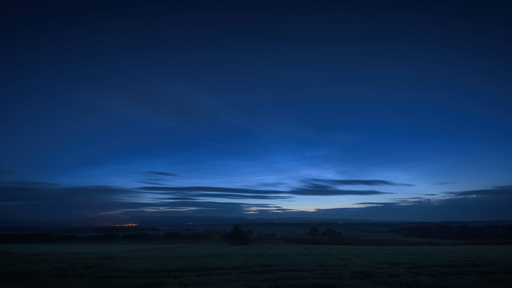 Noctilucent Clouds, around 1am - Crieff across Strathearn from Auchterarder  A total 2 minutes of exposure to see what the NLCs and ordinary clouds would get up to over that kind of timescale.