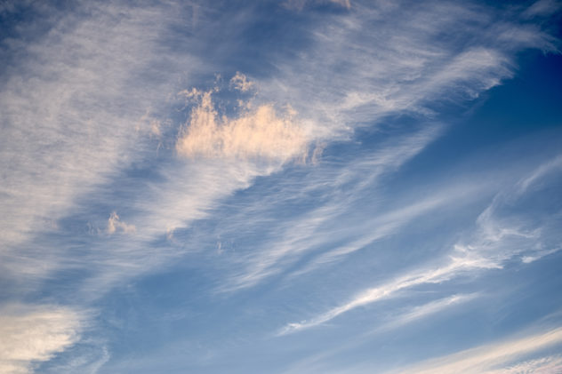 NIce cirrus clouds catching the evening sunset