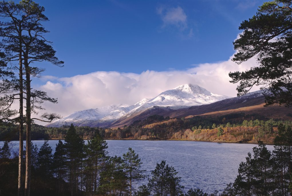 A different morning stroll: around the back of Loch Beinn a Mheadhoin, looking back toward Sgurr na Lapaich